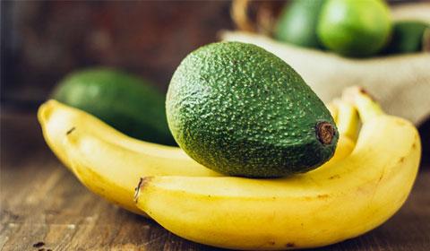 plátanos y aguacate